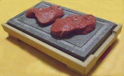 uno dei modi pi originali per cucinare quello con la pietra e simile alla cottura alla piastra ma in questo caso non si opera stando sulla cucina
